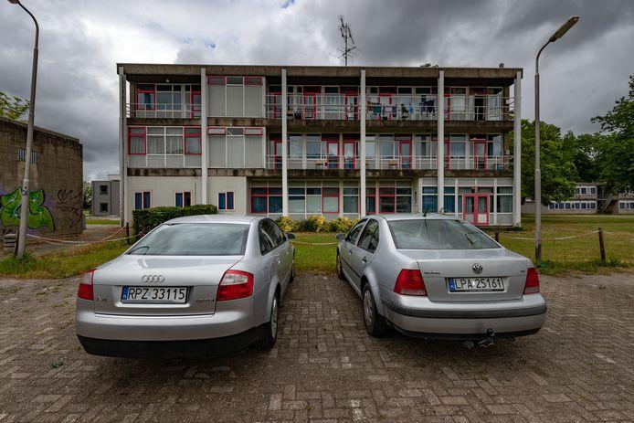 Arbeidsmigranten leven vaak in erbarmelijke omstandigheden in een oud schoolgebouw in Dronten.