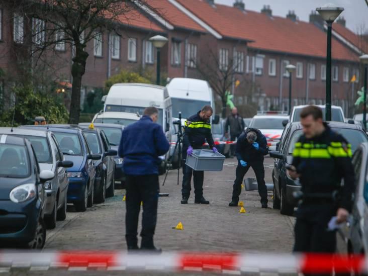 Explosief ontploft onder auto in Tongelre in Eindhoven, ook andere auto beschadigd