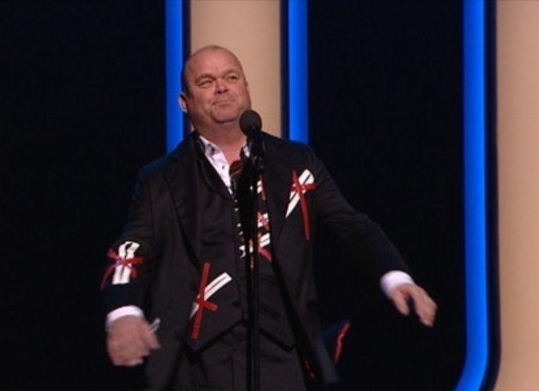 Paul de Leeuw in zijn theatershow Poephoofd. Beeld VARA