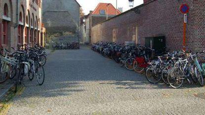 """""""Artoisstraat lijkt wel één grote fietsenstalling"""""""