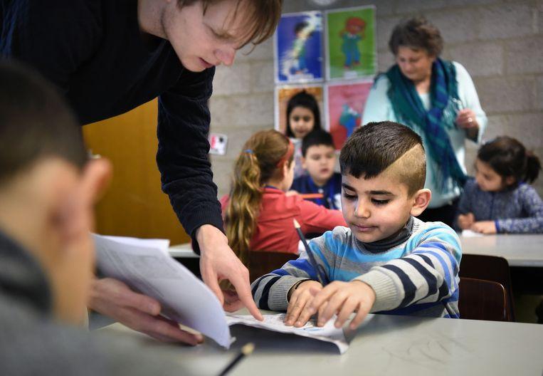 Kinderen op de vluchtelingenschool in Heumensoord Beeld Marcel van den Bergh / de Volkskrant