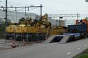 Machines staan al klaar in de berm van de Parallelweg-Zuid in Boxtel.