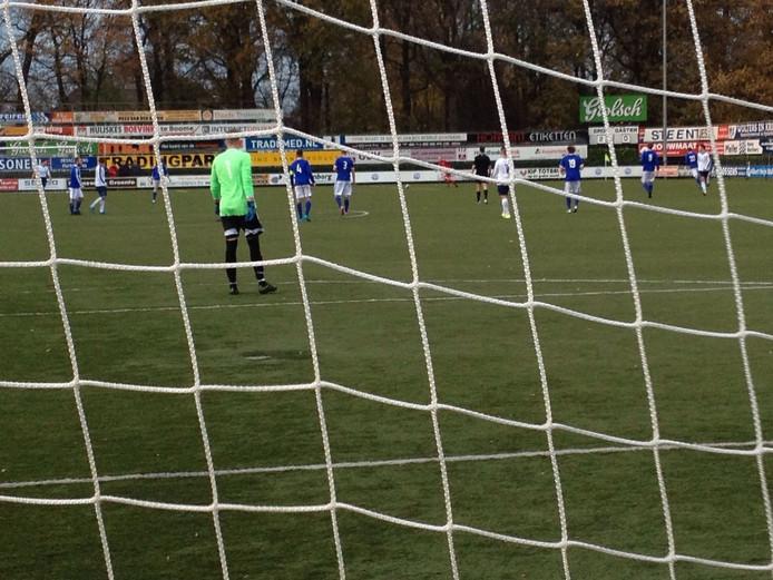 De extra tijd bij Grol tegen FC Trias is ingegaan. De stand is nog steeds 2-0 voor Grol. Foto