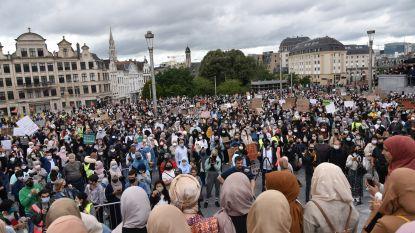 Politie geeft toestemming voor 400, maar 1.200 betogers komen samen tegen hoofddoekenverbod in Brusselse hogeschool