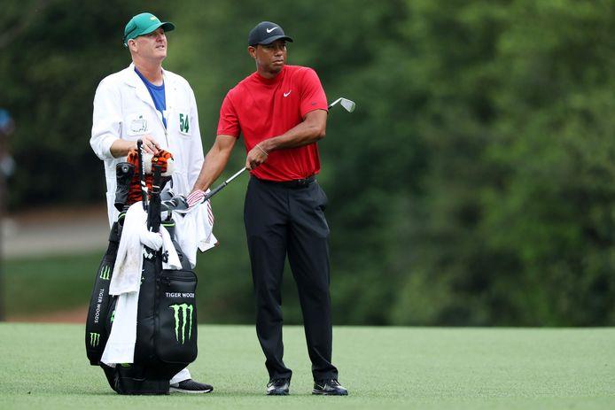 Tiger Woods en zijn caddie Joe LaCava.