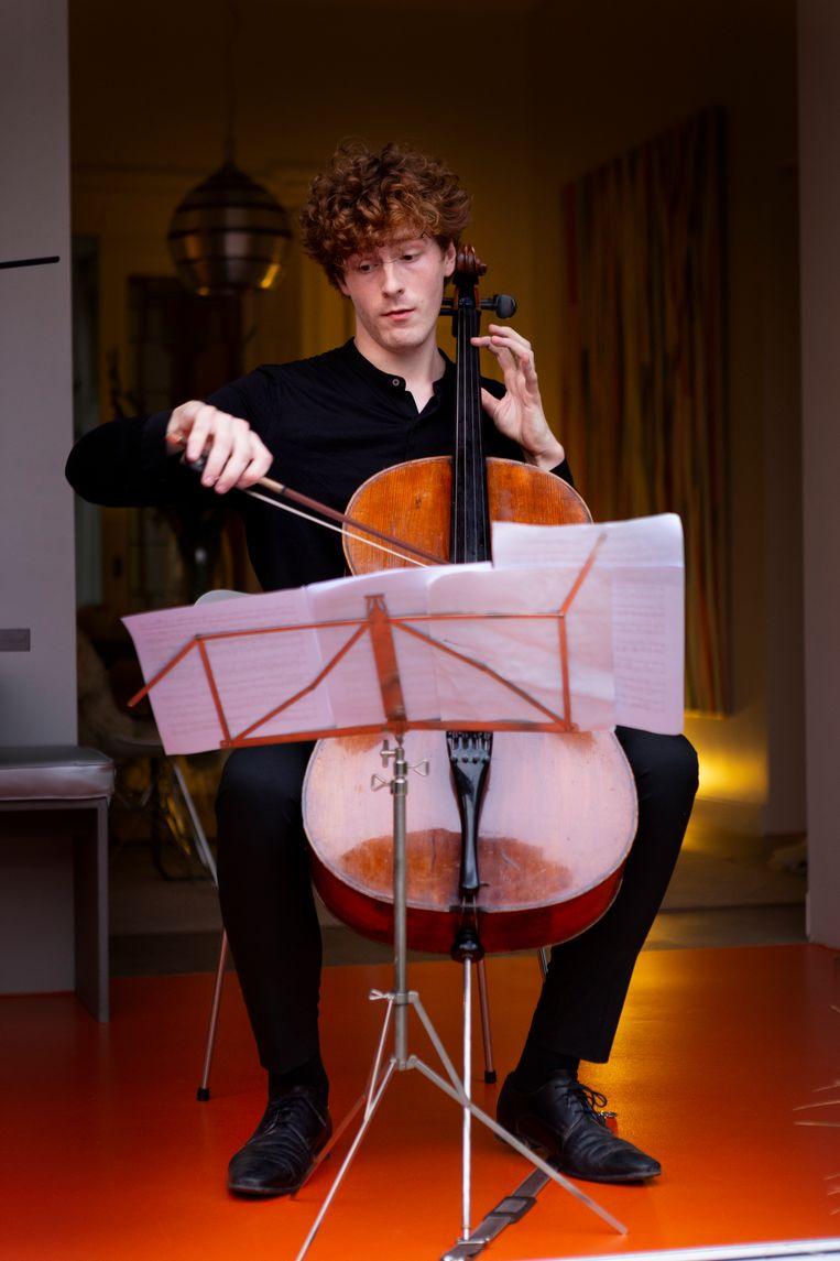 Cellist Kalle de Bie.  Beeld Pauline Marie Niks