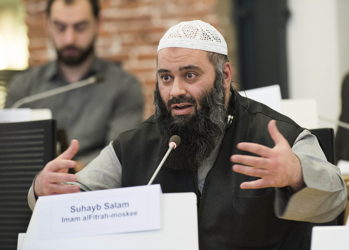 Imam Suhayb Salam van de alFitrah-moskee spreekt tijdens een commissievergadering. Foto uit 2017.