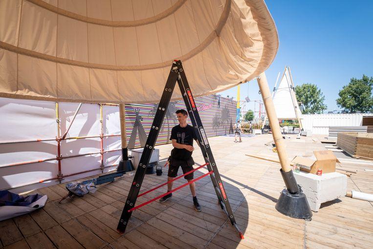 Carré Willebroek brengt zijn zomerterras in gereedheid