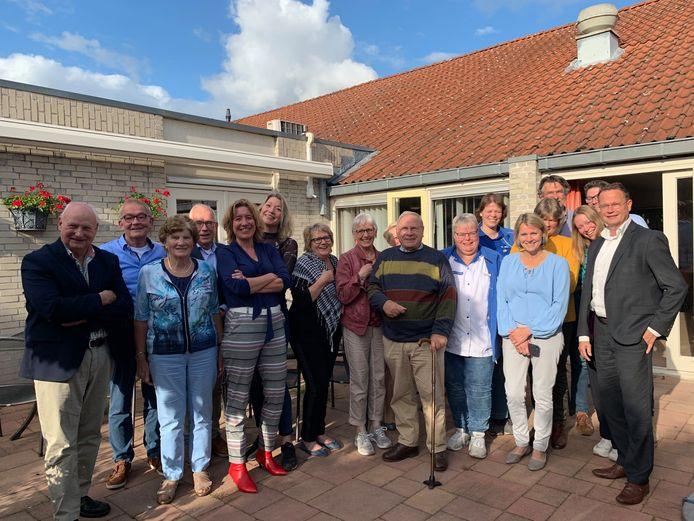 Inwoners moeten op een aangename wijze kunnen blijven wonen in Diepenheim. Daarover spraken 12 zorgorganisaties en wethouder Pieter van Zwanenburg (rechts).