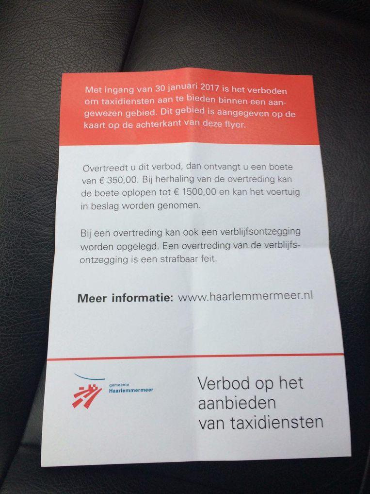 De flyer die sinds maandag aan taxichauffeurs wordt uitgedeeld. Beeld Marc Kruyswijk