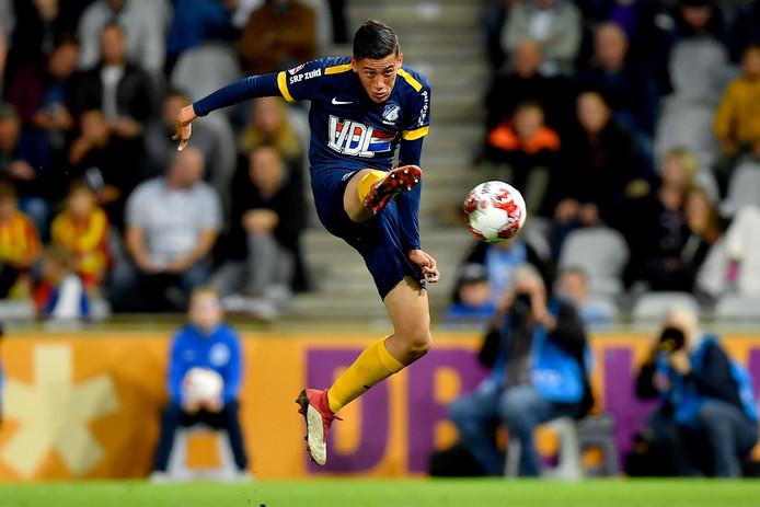 Jay Idzes in actie voor FC Eindhoven