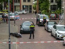 Scooterrijder zwaargewond na botsing met geparkeerde auto