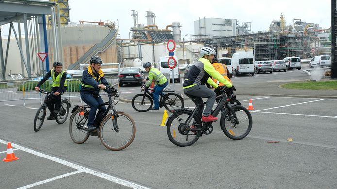 Een opleiding voor 'speed pedelecs' op de site van BASF in de Antwerpse haven