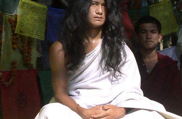 Populaire 'reïncarnatie van Boeddha' blijkt geweldpleger en verkrachter