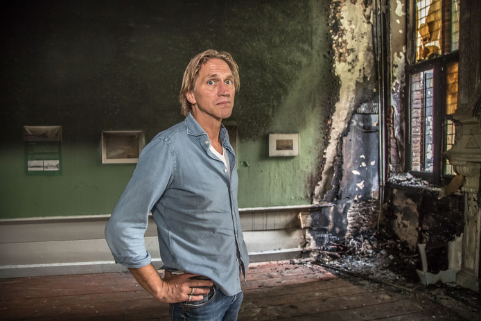 Twee weken geleden brak enkele uren na een stevig debat over dit onderwerp brand uit in het museum. De schade is groot.