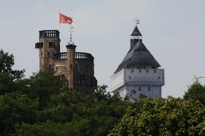 De nepdonjon in 2005 in het Valkhofpark. Het was toen een aantrekkelijke, maar tijdelijke toeristische attractie.