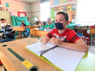 """70 artsen vragen afschaffing mondmaskerplicht op school: """"Algemeen welzijn kinderen en jongeren staat sterk onder druk"""""""