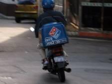 Twee maaltijdbezorgers kort na elkaar onder bedreiging van vuurwapen beroofd van contant geld