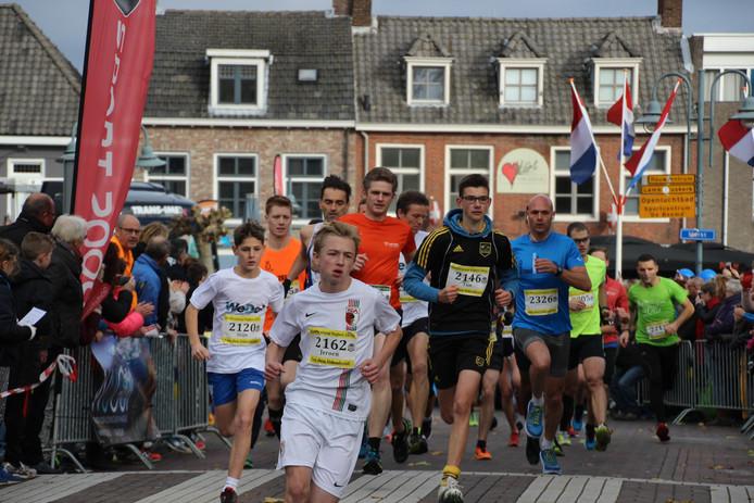 De start van de Van Udenhout vijf kilometer.