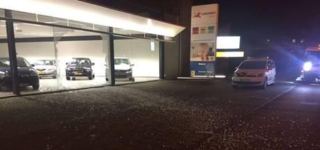 Brute autodiefstal: dief rijdt Audi door garageruit