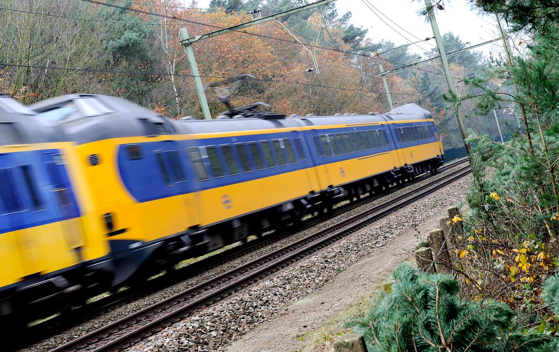 Treinen in Dordrecht moesten aan het begin van de avond ter hoogte van de Zuidendijk stapvoets rijden; er liepen meisjes op het spoor om foto's te maken.