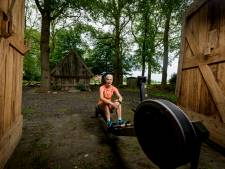 Triatlete Klamer blij dat ze hier kan trainen, thuis bij haar zieke moeder