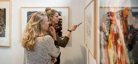 Leerlingen Reggesteyn in Nijverdal krijgen museumles van De Fundatie