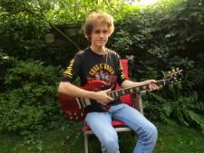 Kars (17) werd fan van rockband AC/DC en nu duizenden mensen fan van hem