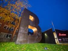 De B aan de Vosselmanstraat in Apeldoorn is dus écht een kunstwerk