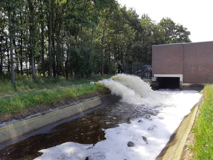 Het waterschap heeft noodpompen ingezet