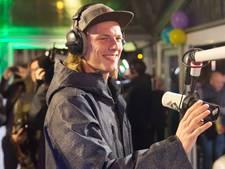 Radiozenders spelen in op aanstaande avondklok
