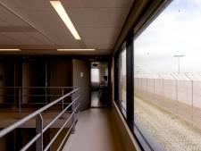 Cipier zwaargewond door aanval gedetineerde in Zaanstad