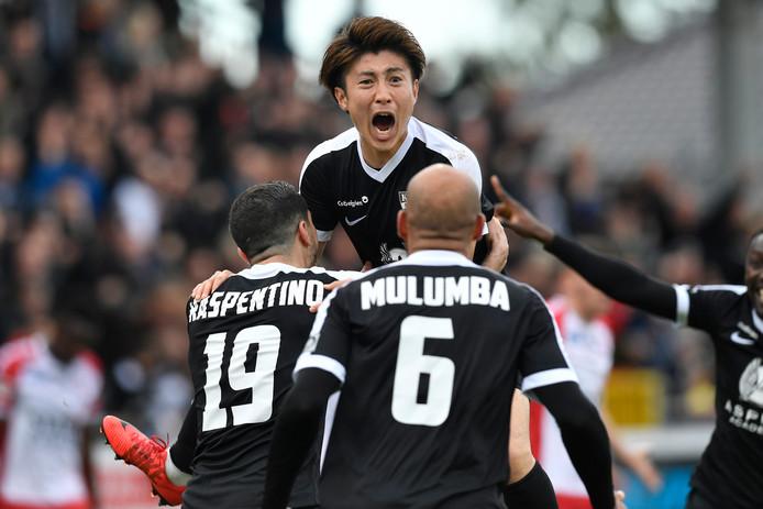 Yuta Toyokawa van Eupen na zijn goal tegen Excelsior Moeskroen.