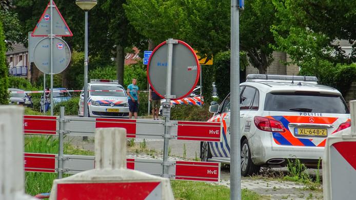 Straat in Lelystad afgezet na waarschuwingsschot politie.