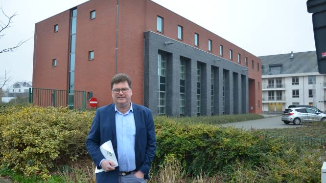 """Stad Lokeren brengt bod uit op voormalig belastingkantoor op Grote Kaai: """"Sociaal Huis én nieuw dienstencentrum in onderbrengen"""""""