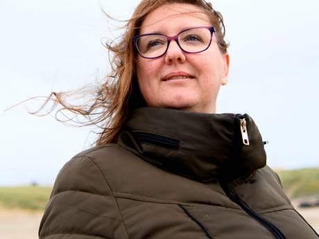 Jolanda (46) had twee zwakbegaafde ouders: 'Kreeg een dreun als ik een suikerklontje pakte'