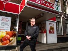 'Meneer Spar' van Arnhem Cyriel van Gorkum verruilt buurtsuper voor Hoogvliet om de hoek