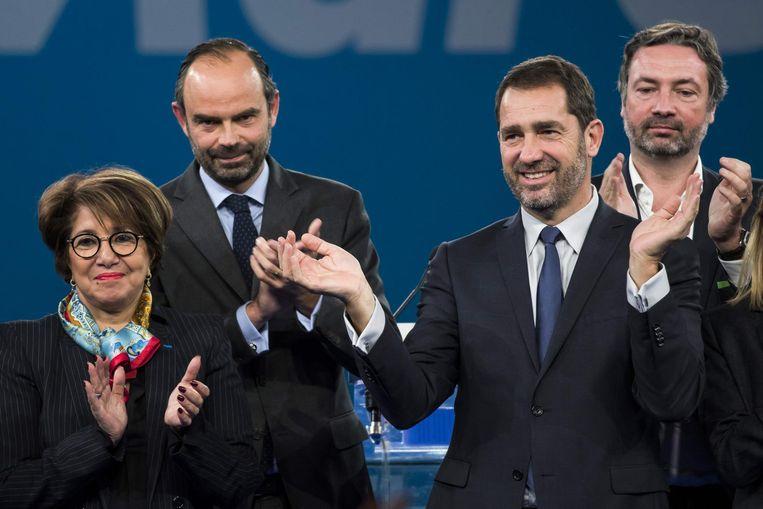 Castaner (tweede van rechts) na zijn verkiezing. Beeld null
