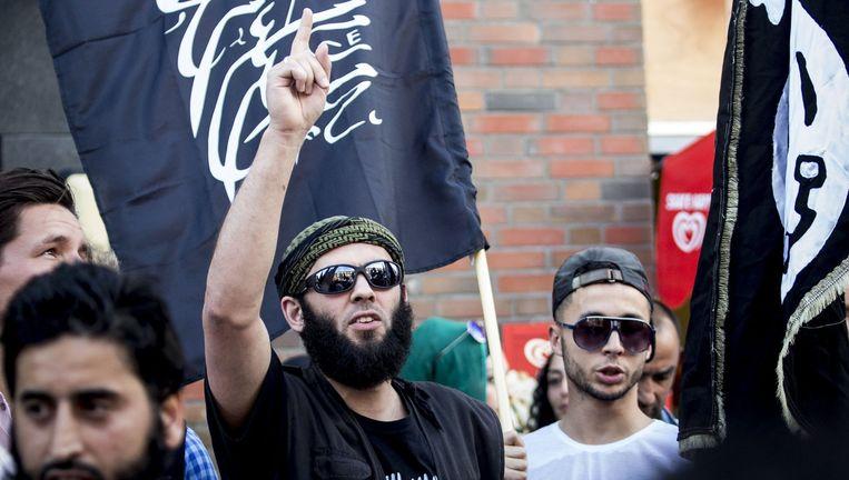 Jihadist Lofti S. tijdens pro-IS-demonstratie in Den Haag. Beeld ANP