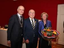 Rasbestuurder Henk van der Sijs uit Enschede geridderd bij feest Bond van Confectiefabrikanten