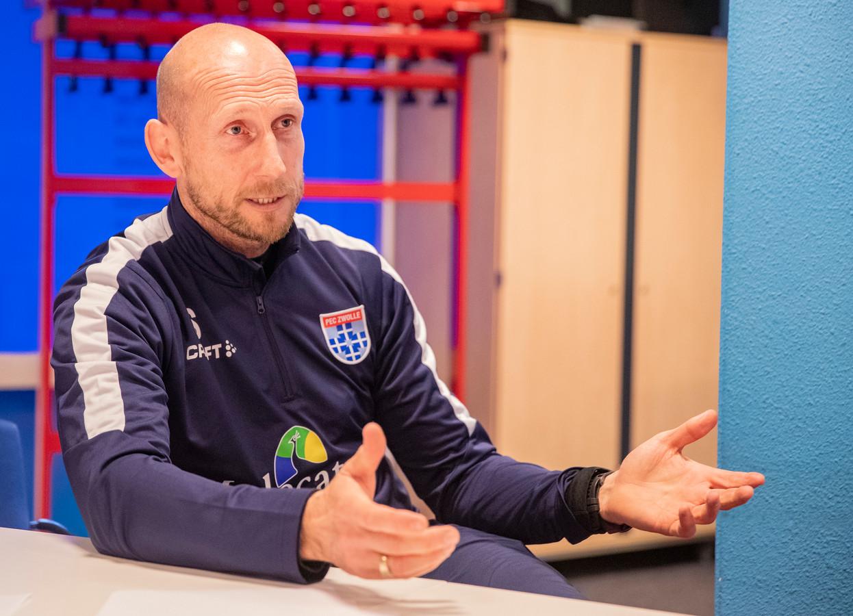 """,,Als hij praat op de training, luistert iedereen. Jaap verkoopt nooit onzin. Hij is heel nuchter, ontspannen en totaal niet contactgestoord"""", zei Joey van den Berg in januari over Jaap Stam, die na dit seizoen PEC Zwolle voor Feyenoord verruilt als trainer."""