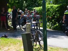 Brommerrijder raakt gewond bij botsing met groepje wielrenners in Vreeland