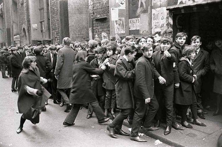 Beatlemania bij de Cavern Club in Liverpool. Beeld Astrid Kirchherr