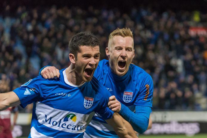 Pelle Clement (links) blijft langer speler van PEC Zwolle.