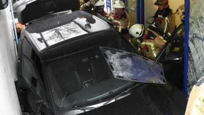 Bizar ongeval: wagen rijdt parkeergarage Poelaert in via trappen