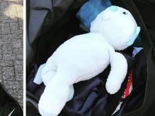Politie vindt teddybeer in bagage van 'stoere' Braziliaanse feestgangers in Budel