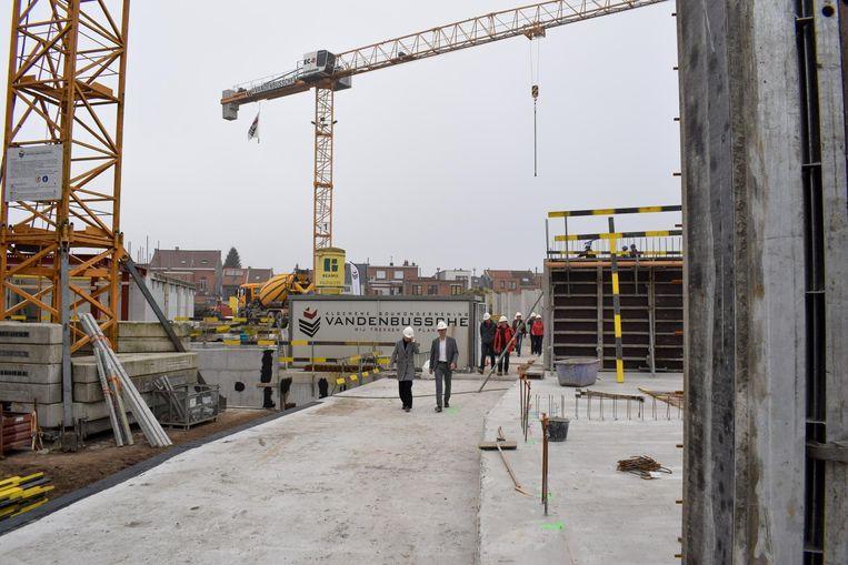 De werken zijn volop aan de gang voor de bouw van deze nieuwe woonbuurt.