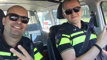 Hilarisch! Agenten posten vrolijke selfie op Instagramprofiel van gezochte jongen