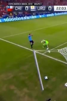 Quand Luis Suarez réclame un penalty pour une main... du gardien