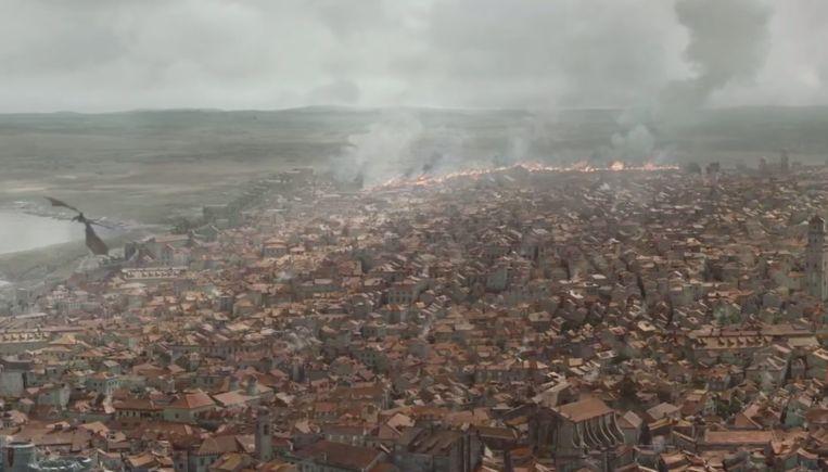 De muren van de stad branden af.